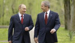 """بالفيديو: """"بوتين"""" و""""بوش"""" يرقصان على أحد المسارح!"""