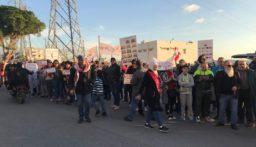 بدء ناشطين بالتجمع في عبرا للانطلاق بمسيرة إلى تقاطع إيليا