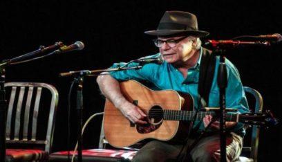 وفاة المطرب الأميركي ديفيد أولني على خشبة المسرح عن عمر 71 عاما
