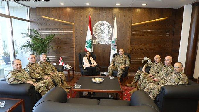 وزيرة الدفاع التقت أعضاء المجلس العسكري برئاسة العماد جوزاف عون