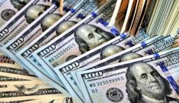 الدولار يتراجع لأدنى مستوى في أسبوع