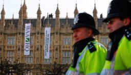 الشرطة البريطانية تفرق أكثر من 300 شخص حضروا حفلا كبيرا
