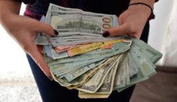 هذه المستندات المطلوبة إذا أردت شراء الدولار من الصرافيين!