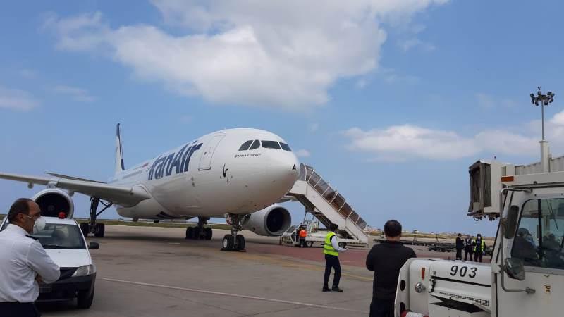 وصول الطائرة الايرانية الى مطار بيروت