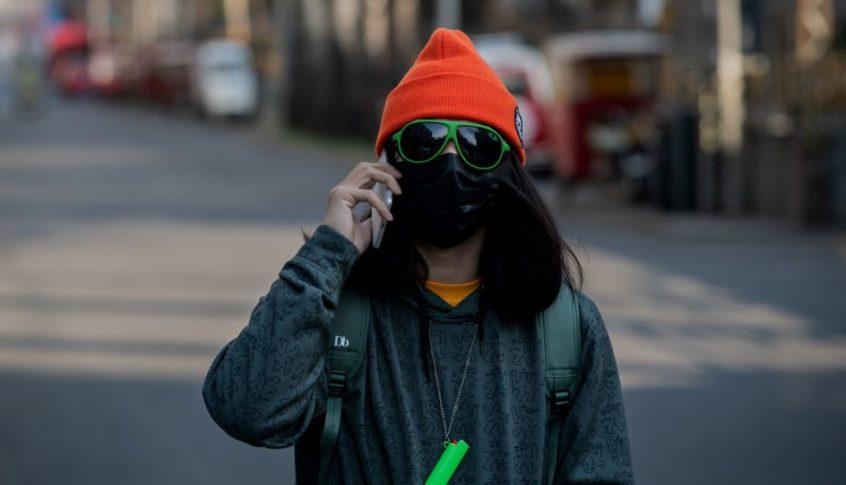 بعد إصابتها بفيروس كورونا… الكاميرا تلتقط صينية تنشر العدوى متعمدة بين جيرانها