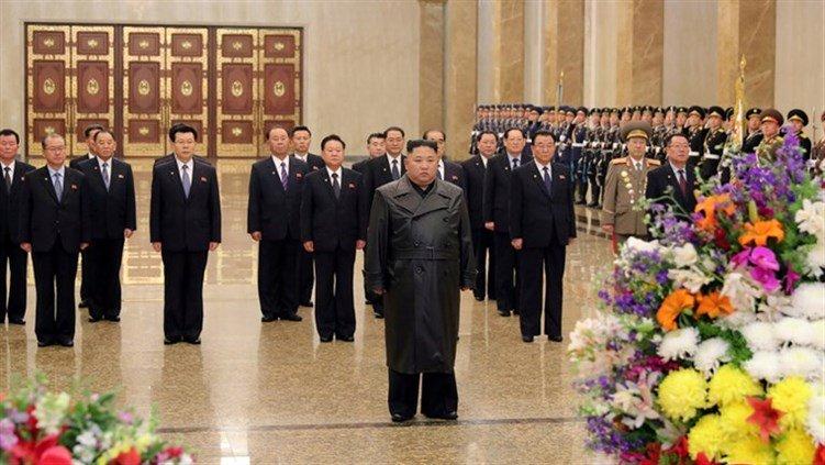 """زعيم كوريا الشمالية يظهر علنا للمرة الأولى منذ تفشي """"كورونا"""""""