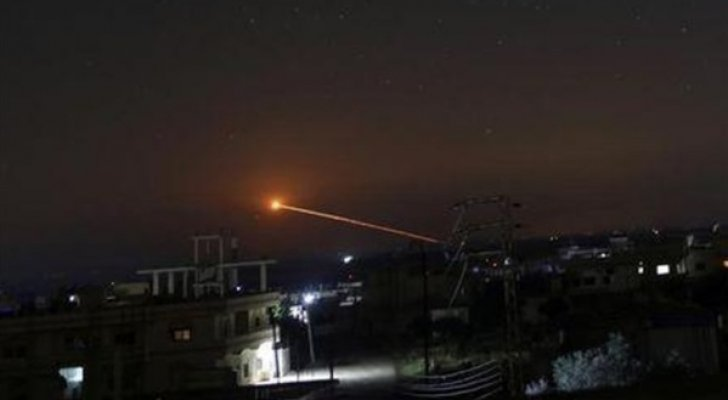 وسائل الدفاع الجوي السوري تتصدى لأهداف معادية في سماء محيط دمشق