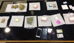 حاجز ضهر البيدر يوقف شخصان بحوزتهما كمية من المخدرات وقنبلة يدوية جاهزة للإستعمال