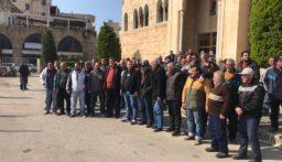 اعتصام عمال بلدية الميناء احتجاجا على عدم قبض رواتبهم