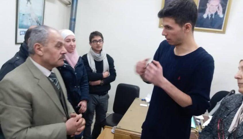 """نجل الرئيس السوري يرفض الالقاب ويقول لأستاذه: """"أنا لست أستاذ.. مازلت طالباً""""  (صور)"""