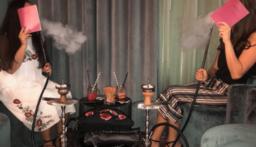 """معاقبة أم سعودية صورت طفلتها تدخن """"النرجيلة""""!"""