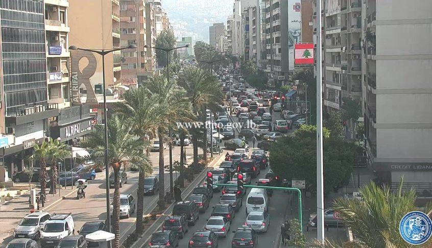 حركة المرور كثيفة في مار الياس-كورنيش المزرعة بالاتجاهين بسبب حادث مروري قرب جامع حمزة-الكولا