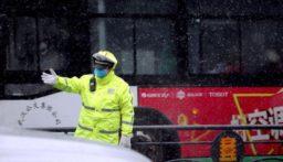الصين تعلن تسجيل 105 حالات وفاة بفيروس كورونا يوم الأحد