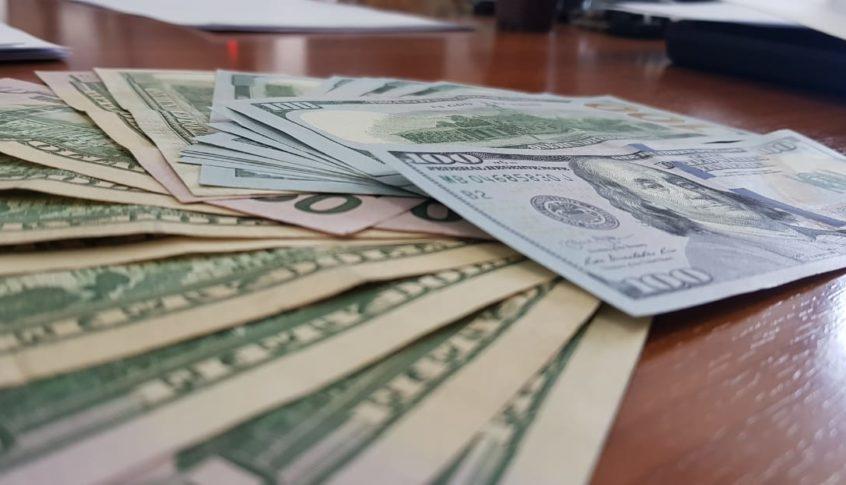 الدولار يواصل ارتفاعه الجنوني.. هل يتخطى عتبة الـ2500 ل.ل؟