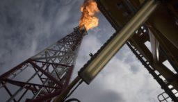 تراجع النفط بعد تأجيل السعودية وروسيا اجتماعهما