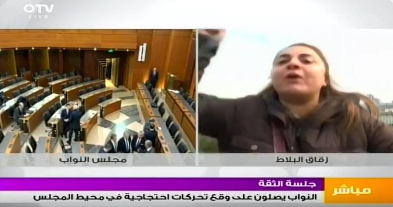 """بالفيديو: اعتدت على فريق الـ""""OTV"""" بعدما سمحوا لها بالتعبير عن رأيها!"""
