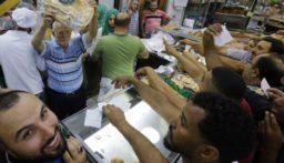 نقابة عمال المخابز فوجئت بقرار وزير الاقتصاد بشأن تحديد وزن وسعر ربطة الخبز!