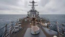 وزير البحرية الأميركي يستقيل بسبب حاملة الطائرات التي ظهرت عليها إصابات بالكورونا
