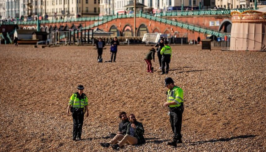 في تحد لجونسون: بريطانيون يستمتعون بالشمس وحفلات الشواء!