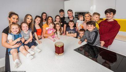 لديها 21 طفلاً.. أكبر عائلة بريطانية ترزق بمولودة جديدة!