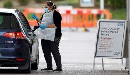 بعد انتقادات.. بريطانيا تتعهد بزيادة عدد الفحوص الخاصة بكورونا