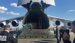 هبوط طائرة روسية محملة بمعدات لمكافحة كورونا في نيويورك