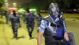 الشرطة الكويتية تعتمد طريقة استثنائية لحث المواطنين على التزام منازلهم (فيديو)
