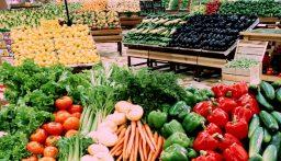 متى تنخفض أسعار الخضار وما هي قيمة المساعدات للمزارعين؟