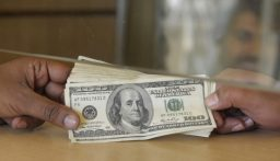 نقابة الصرافين تحدد سعر صرف الدولار اليوم