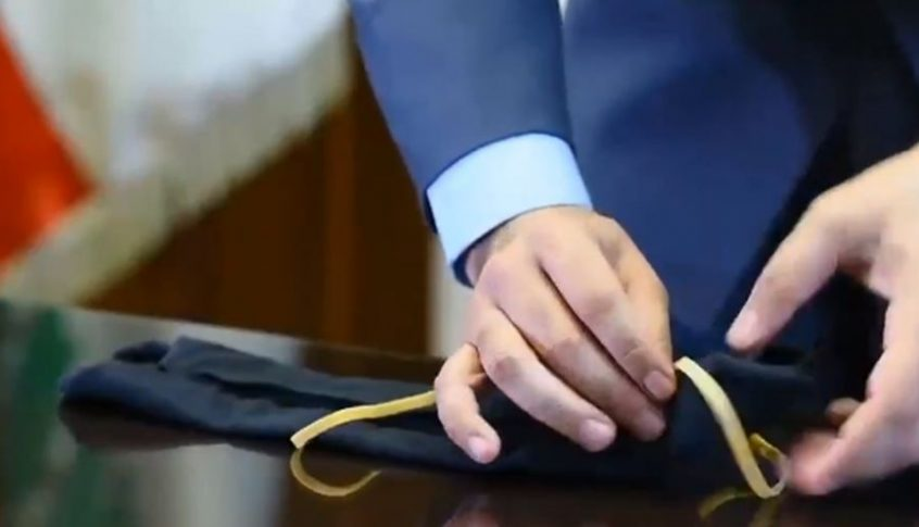 فيديو لقوى الأمن: كيف تصنع كمامة في المنزل بسهولة