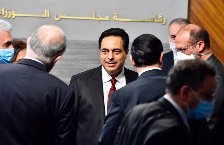 حكومة دياب لا بديل عنها.. هل يتم تبديل بعض الوزراء؟