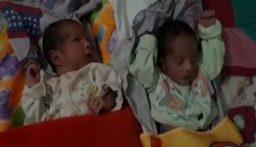 "بالفيديو: هندي يسمّي طفليه التوأم ""كوارنتين وسانيتايزر""!"