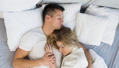 """العلماء يحذّرون: فيروس """"كورونا"""" قد ينتقل من خلال العلاقة الحميمة"""