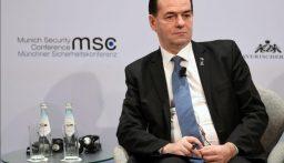 تغريم رئيس وزراء رومانيا لظهوره من دون كمامة وتدخينه في مكان مغلق