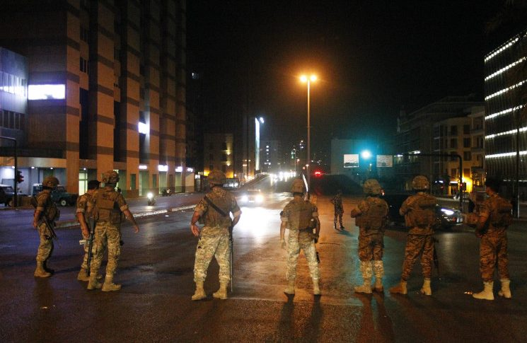 الجيش يعيد فتح طريق القياعة في صيدا
