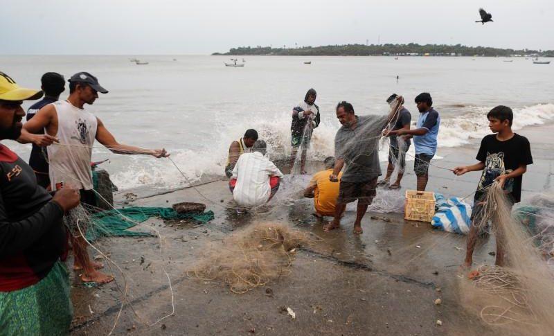 شوارع أكبر مدن الهند مهجورة استعداداً لإعصار قوي