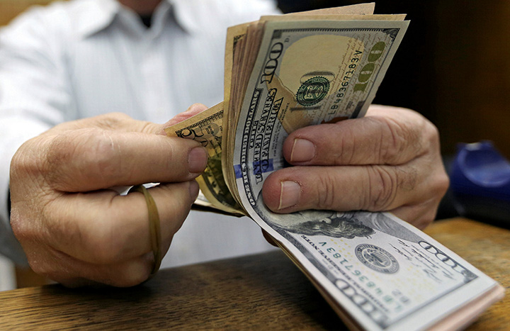 دولار السوق السوداء مابين 6750 ليرة والـ..