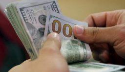 الدولار يواصل انخفاضه