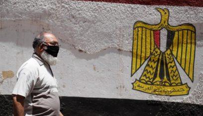 بالصورة: إستخراج هاتف بقيّ 7 أشهر في معدة مواطن مصري
