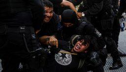 حاكم ولاية مكسيكية يقدم اعتذاره عن انتهاكات الشرطة خلال احتجاجات