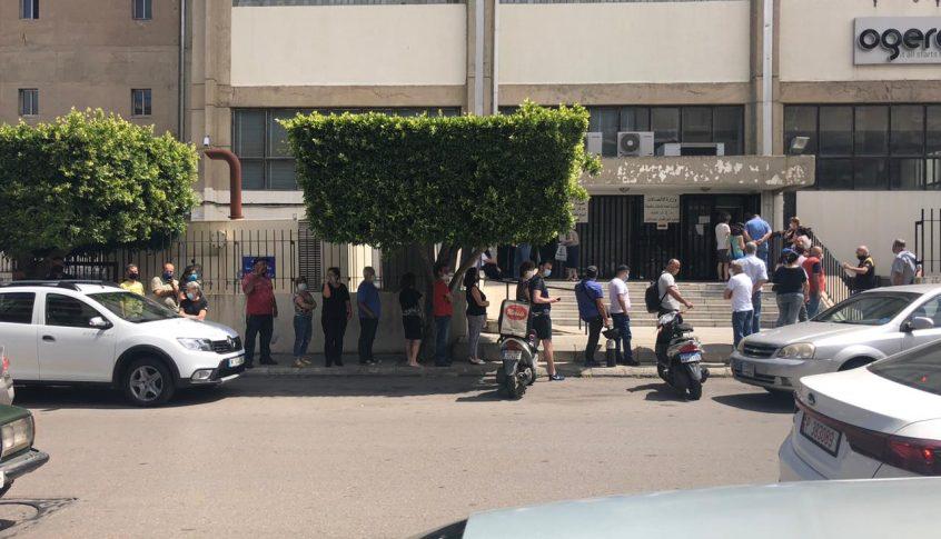 بالصورة: طابور من المواطنين امام سنترال الجديدة لتسديد فواتير الهاتف الثابت!