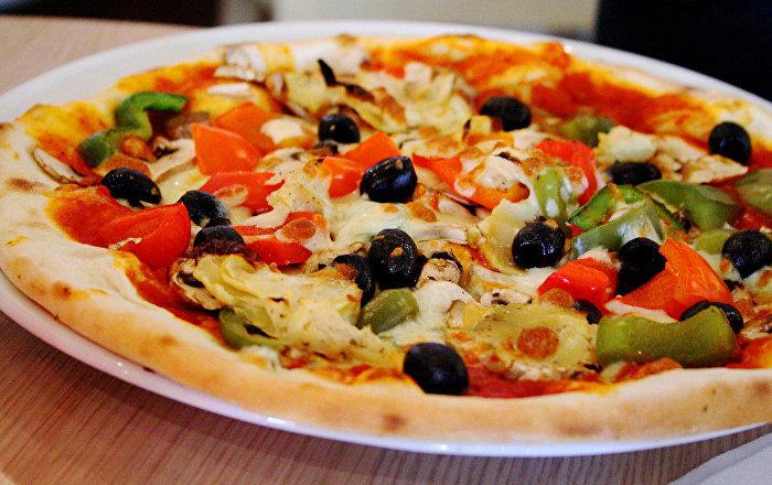 الشرطة عاجزة عن كشف السبب… رجل يستلم وجبات البيتزا منذ 9 أعوام دون أن يطلبها