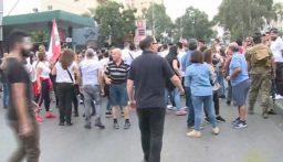 تجمع عدد من المتظاهرين في الشفروليه