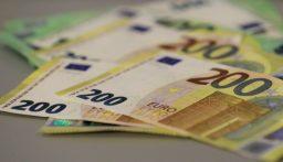 اليورو والدولار الأسترالي يصعدان