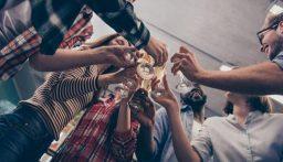 حفلات كوفيد.. طلاب أميركيون ينظمون مسابقة لمن يصاب بكورونا أولا (صور)