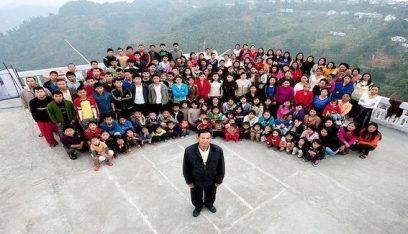 رجل يصبح صاحب أكبر عائلة في العالم بـ 94 ابناً وابنة