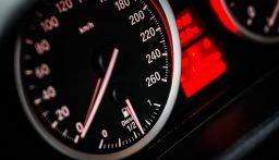 تغريم إيطالية لسيرها بسرعة 700 كيلومتر في الساعة!