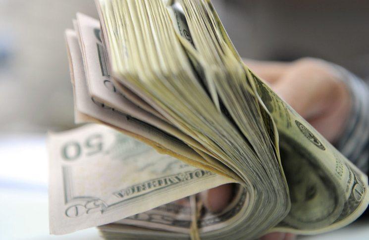 سعر الدولار مقابل الليرة عند الصرافين