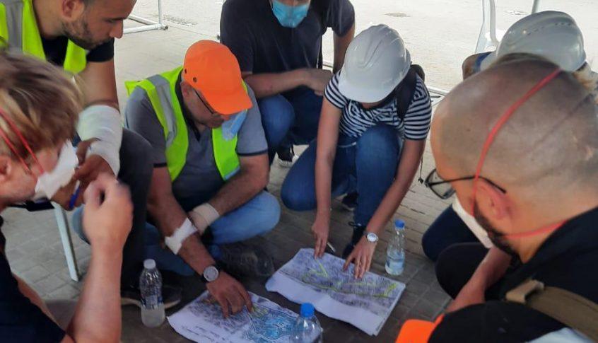 فريق هندسي يكشف على مباني مار مخايل المتضررة باشراف المحافظ عبود