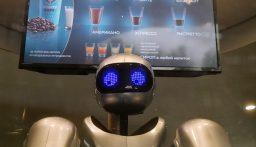 مطاعم يابانية تستعين بالروبوتات في خدمة الزبائن لاحتواء انتشار كورونا